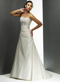 Retro Strapless Sweetheart Embroider Beads Working Ruched Satin Court Train Wedding Dress for Brides