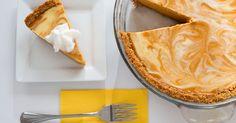 Um cheesecake de abóbora pode ser uma sobremesa deliciosa em qualquer estação, mas combina bem com um café nos meses mais frios do outono. Ele tem uma textura suave e aveludada e ...
