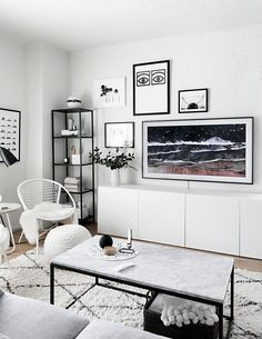 Gallery Wall Update: A TV That Matches Our Decor - Homey Oh My Gallery Wall Update: A TV That Matches Our Decor -Cool Vintage rug - CreamNice and www. Living Room White, Living Room Tv, Apartment Living, Home And Living, Nordic Living, Design Living Room, Tv Decor, Decor Room, Cheap Home Decor