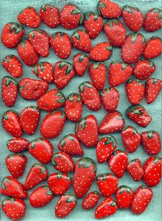 Strawberry Painted Stones. http://perfectodia.blogspot.com.es/