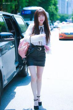 케이 언니 Kpop Girl Groups, Korean Girl Groups, Kpop Girls, Beautiful Asian Women, Beautiful Legs, Korean Beauty, Asian Beauty, Cute Asian Girls, Kawaii Girl