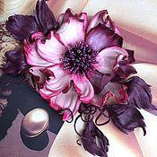 Купить или заказать Цветок из кожи ' Снежана' в интернет-магазине на Ярмарке Мастеров. Белозеленый цветок из тонкой кожи , тонирован вручную каждый лепесток, выполнен в виде броши , по желанию заказчика может трансформироваться в украшение для волос на любом креплении . Украсит Ваш любой наряд и аксессуар , подойдет на любой сезон .