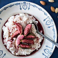 Maidoton ja vegaaninen riisipuuro syntyy kookosmaidosta ja puuroriisistä. Pehmeä ja mieto kookosmaitoon keitetty riisipuuro maistuu kaikille.