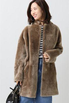SPRUNG ムートン メリノ コート  SPRUNG ムートン メリノ コート 270000 2016AW IENA SPRUNG(スプラング) 1892年にバルースプラングが毛皮商としてスタートし1930年に息子のアレクサンドルZがパリで会社を設立したブランド それ以降卓越したハイクオリティと技術で世界中のファンを多く持つようになりフランスの毛皮業界でもトップクラスのポジショニングを誇っている こちらの商品はIENAでの取り扱いになります 直接店舗へお問い合わせの際はIENA店舗へお願い致します ムートン製品 濃色品は摩擦や汗水などで色移りする場合があります モデルサイズ:身長:170cm バスト:80cm ウェスト:59cm ヒップ:87cm 着用サイズ:36