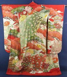 Hon Furisode. Kimono worn by bride. Also known as a kakeshita.