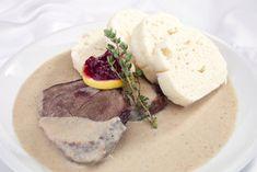 Česká klasika aneb Tradiční omáčky 9x jinak! Hummus, Camembert Cheese, Beef, Ethnic Recipes, Food, Hana, Vinaigrette, Dressings, Food Recipes