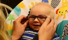 DM: This is the ADORABLE, HEARTWARMING moment Everett, a three-month-old baby with albinism in Warren County, Iowa, sees his mother for the first time with the help of his new glasses. 7-10-17