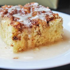 Easy Cinnamon Roll Coffee Cake - Dinner, then Dessert - Ready in just 30 minutes, this cinnamon roll coffee cake has all the same flavors as cinnamon rolls - Brunch Recipes, Cake Recipes, Breakfast Recipes, Recipes Dinner, Breakfast Dessert, Dessert For Dinner, Breakfast Bites, Dessert Bread, Diet Breakfast