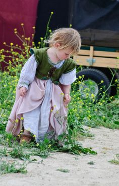 renaissance festival baby.. too freaking adorable.