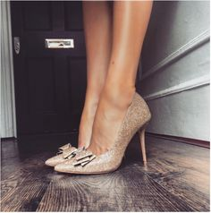 An exquisitely crafted heel in an irresistible taupe glitter fabric. Glamourous and striking, featuring a stunning bow detail, this is a truly special shoe for a special occasion, guaranteed to turn heads.