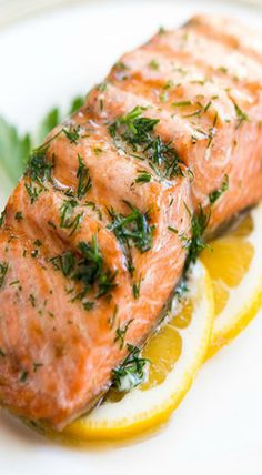 Grilled salmon with dill butter - BARBEQUE marinade salmon salmon - - Healthy Salmon Recipes, Fish Recipes, Seafood Recipes, Tilapia Recipes, Grilled Salmon Recipes, Healthy Meals, Salmon Dishes, Fish Dishes, Seafood Dishes