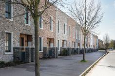 Image 6 of 37 from gallery of Marmalade Lane Cohousing Development / Mole Architects. Photograph by David Butler Modern Villa Design, Modern Architecture Design, Brick Architecture, Brick Building, Building Design, Mole, Uk Housing, Townhouse Exterior, Shell House