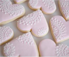 Sweet Violet Bride - http://sweetvioletbride.com/2012/08/diy-piped-lace-cookies/