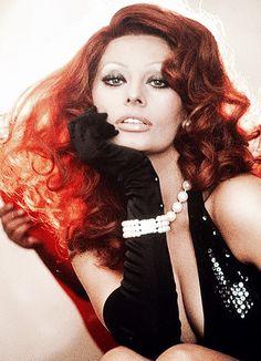 Sophia Loren in a publicity photo for La Pupa Del Gangster (1975)