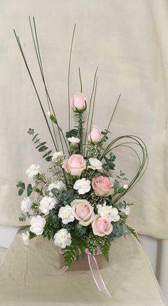 Fake Flower Arrangements, Contemporary Flower Arrangements, Altar Flowers, Ikebana Flower Arrangement, Funeral Arrangements, Church Flowers, Funeral Flowers, Dried Flowers, Flower Boquet
