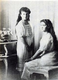 Grand Duchess Maria Nikolaievna Romanov and Grand Duchess Anastasia Nikolaievna Romanov 1913 - official portrait