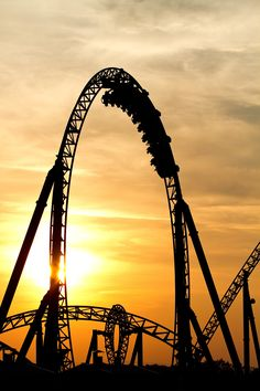 Europa Park counts over 4 million visitors already a year. Best Roller Coasters, Roller Coaster Ride, Disneyland Paris, Places To Travel, Places To See, Parc A Theme, Thorpe Park, Carrousel, Amusement Park Rides