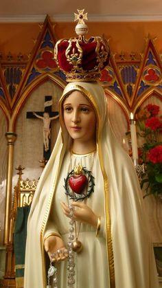 Mês de maio, mês de Maria! Grandes são as manifestações de amor e devoção à Santíssima Virgem Maria, Mãe do povo, que está atenta às suas necessidades e vem ao socorro dos seus. Mãe de grande vener…