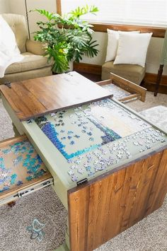 Puzzle table for the game room Deco Gamer, Diy Home Decor, Room Decor, Diy Coffee Table, Unique Coffee Table, Coffee Table Makeover, Table Games, Game Tables, Party Tables