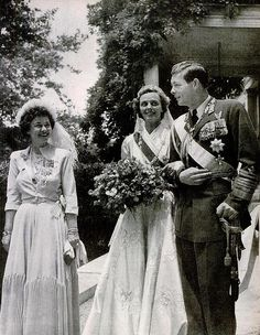 Michael, the Ex-King of Rumania w. his bride Princess Anne of Bourbon posing w. Queen Frederika of Greece after Greek Orthodox wedding. Erstklassige Nachrichtenbilder in hoher Auflösung bei Getty Images Royal Wedding Gowns, Royal Weddings, Queen Anne, King Queen, Michael I Of Romania, Romanian Royal Family, Reine Victoria, Orthodox Wedding, Central And Eastern Europe