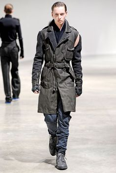 http://www.style.com/slideshows/mens/fashionshows/F2010MEN/LANVIN/RUNWAY/00280fullscreen.jpg
