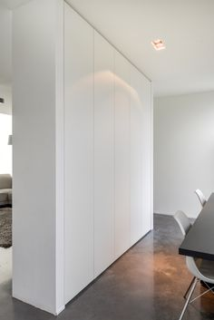 Wardrobe Door Designs, Closet Designs, Loft Interiors, Bungalow Interiors, Small Apartment Interior, Apartment Design, Entrance Hall Decor, Bedroom Closet Design, Built In Wardrobe