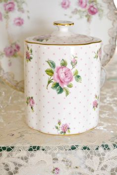 The Little Pink Cottage on Apple Blossom Lane 🌸 Style Shabby Chic, Shabby Chic Kitchen, Shabby Chic Cottage, Shabby Chic Decor, Vintage Dishes, Vintage China, Decoration Shabby, Romantic Roses, Rose Cottage