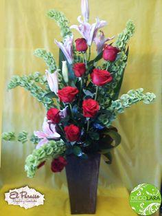 Hola, hola a todos!... Tenía ya más de la semana creo que les había prometido una Galeria con los arreglos florales que hice para este ...