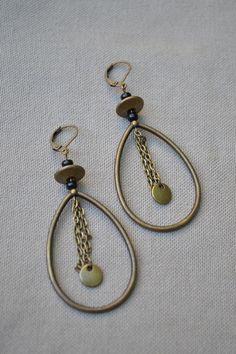 Boucles d'oreilles avec anneau en forme de goutte et chaîne bronze : Boucles d'oreille par libelula-crea
