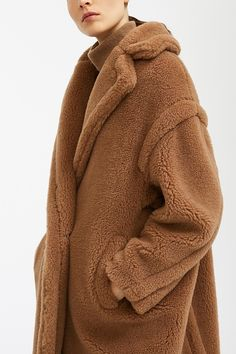 Max Mara Teddy Coat, Teddy Bear Coat, Jennifer Aniston Style, Casual Blazer, Camel Coat, Kpop, Winter Looks, Outfit Of The Day, Fall Outfits
