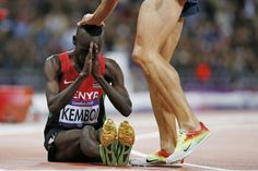 Kenyan Ezekiel Kemboi on the track after winning the gold medal in the final of the 3000 m steeplechase men on August 5 - Le Monde