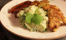 Ingrediënten: 1,5 kg kruimige aardappels 400 gram postelein peper zout nootmuskaat 5 eetlepels melk 1 flinke eetlepel roomboter Bereiding: Schil de aardappelen. Kook ze in een ruime hoeveelheid wat...