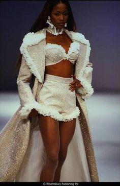 2000s Fashion, Fashion Week, High Fashion, Fashion Show, Fashion Looks, Fashion Design, Black 90s Fashion, Style Haute Couture, Couture Fashion