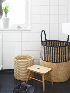 WABI SABI Scandinavia - Design, Art and DIY. Idea - white tile and industrial rubber flooring for a bathroom? Bad Inspiration, Bathroom Inspiration, Interior Inspiration, Minimalist Drawers, Laundry In Bathroom, Bathroom Baskets, Laundry Baskets, Laundry Bin, Bathroom Cabinets