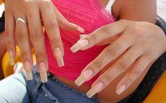 Si ya no sabes cómo hacer crecer las uñas, y estás cansada de tenerlas débiles y quebradizas, estos trucos y remedios caseros son justo lo que necesitas.