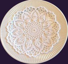 Härlig retro: Vacker virkad servett – Her World Diy Crochet Doilies, Diy Crafts Crochet, Crochet Doily Patterns, Crochet Dishcloths, Crochet Mandala, Crochet Diagram, Crochet Home, Thread Crochet, Crochet Gifts