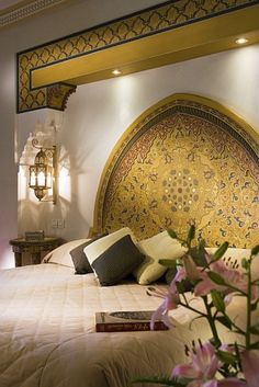 Moroccan themed home décor is similar to the Arabic style of adorning house based on more detailing. Like a royal Arabic style, the Moroccan themed bedroom decoration ideas are also comprised of dark colors and higher involvement of golden shade. Morrocan Decor, Moroccan Bedroom, Moroccan Interiors, Home Interior, Interior Decorating, Interior Design, Romantic Bedroom Decor, Moroccan Design, Moroccan Style