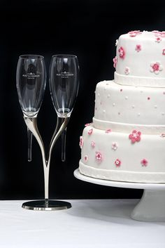 Wedding cake white with pink flowers
