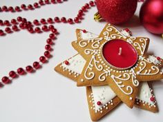 Citromhab: Mézeskalács sütése és díszítése Christmas Decorations, Christmas Ornaments, Holiday Decor, Fancy Cakes, Yule, Gingerbread Cookies, Food And Drink, Carving, Sweets