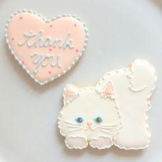 white kitty cookie