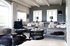 westwing-sylt-homestory-sylter-ferienhaus Clean chick in black, white and grey