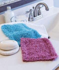 The Simple Knit Scrubby Washcloth is the perfect beginner knitting pattern. Choose a color that coordinates with your bathroom decor and use these knit scrubby washcloths at the sink or while you bathe. Knitted Washcloth Patterns, Knitted Washcloths, Dishcloth Knitting Patterns, Crochet Dishcloths, Knit Patterns, Crochet Afghans, Crochet Blankets, Stitch Patterns, Crochet Granny