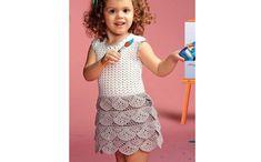 Платье с оборками для девочки. Схема вязания крючком