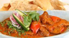 Currygryte med lammekjøtt. Lise Finckenhagen lager en god krydderblanding til lammekjøtt, tomater, løk og paprika.