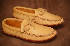 The traditional moose hide moccasin with a buffalo sole! VERY comfortable. Daily Fashion, Mens Fashion, Men's Footwear, Moccasins, Moose, Buffalo, Native American, Canada, Gifs