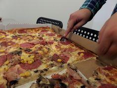 W dziale IT nawet pizzę się kroi alternatywnie [łyżeczką!]