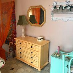 Komoda z masívneho dreva, maľovaná kriedovými farbami a ošetrená voskom. Shabby, Vanity, Bathroom, Vintage, Dressing Tables, Washroom, Powder Room, Vanity Set, Full Bath