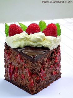 Cóż mogę o nim napisać? Przychodzi na myśl tylko jedno. Köstliche Desserts, Delicious Desserts, Dessert Recipes, Chocolate Raspberry Cheesecake, Polish Recipes, Pastry Cake, Sweet Cakes, Sweet Bread, Cheesecake Recipes