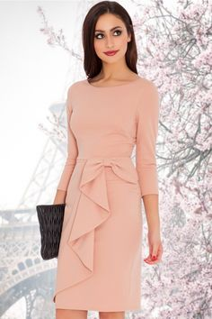 Such a cutie this Vicky Waterfall Midi Dress in Blush by Vintage Chic! words just can't describe this dress! The top features a beautiful round neckline, flattering sleeves and front darts at the bust to ensure a perfect f Elegant Dresses, Pretty Dresses, Casual Dresses, Fashion Dresses, Formal Dresses, Beautiful Dresses, I Dress, Peplum Dress, Bodycon Dress