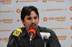 Tibisay le robó 10.000 firmas a Voluntad Popular  http://www.facebook.com/pages/p/584631925064466